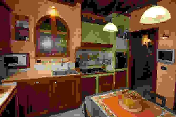 Casale Rustico Cucina in stile rustico di Interior Design Stefano Bergami Rustico
