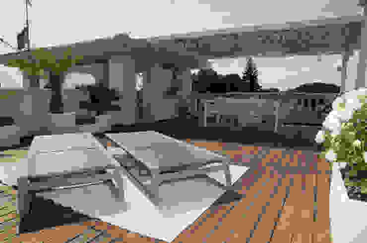 Attico sulla Riviera Romagnola Balcone, Veranda & Terrazza in stile moderno di Interior Design Stefano Bergami Moderno