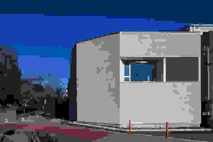 駒場の家 モダンな 家 の 山崎壮一建築設計事務所 モダン