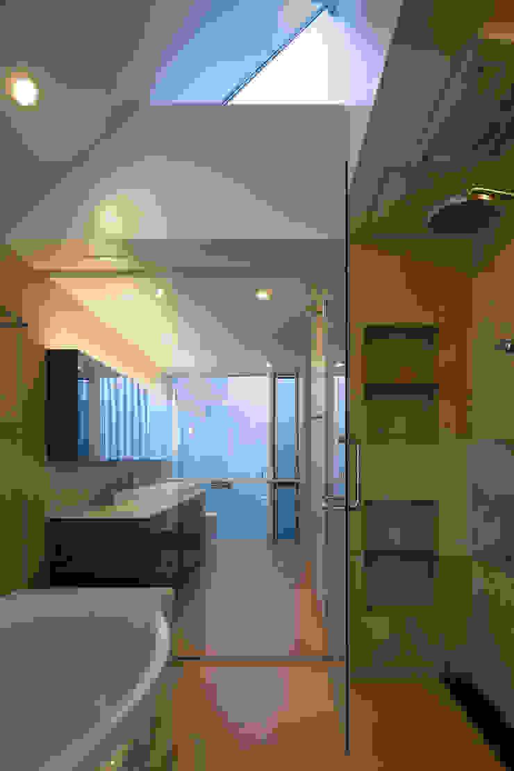 駒場の家 モダンスタイルの お風呂 の 山崎壮一建築設計事務所 モダン