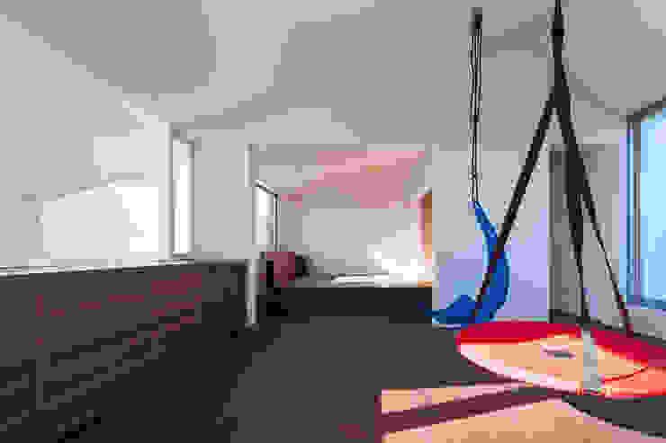 駒場の家 モダンスタイルの寝室 の 山崎壮一建築設計事務所 モダン