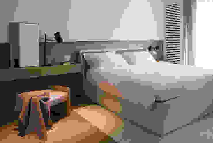 Quindiciquattro Camera da letto moderna di Studio Fabio Fantolino Moderno