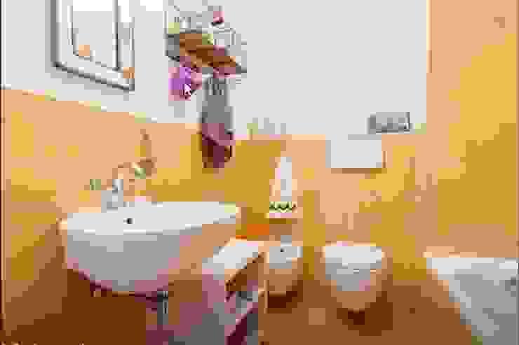 Casa F&C - Milano Bagno moderno di barbarapenninoarchitetto Moderno