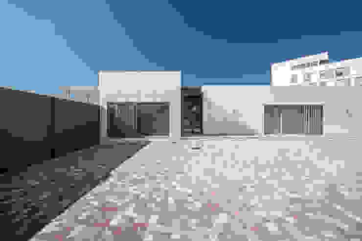 Volúmenes limpios Casas de estilo moderno de Hernández Arquitectos Moderno