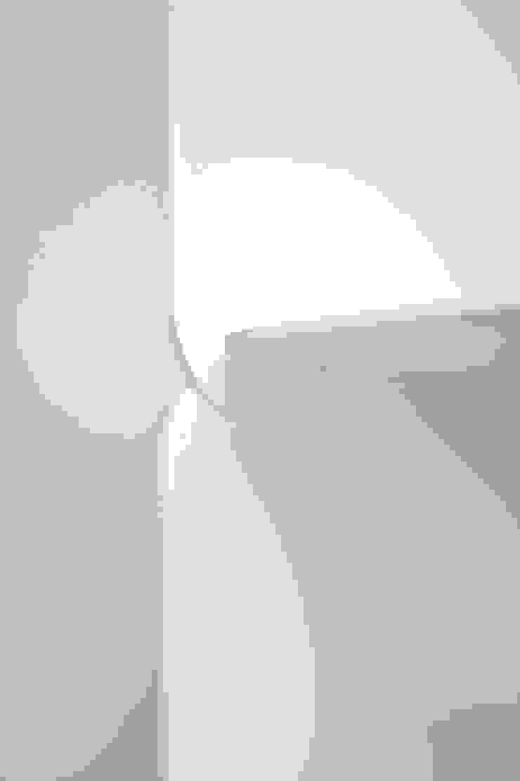 2013 Layer tower shelf de Oato. Design Office Minimalista