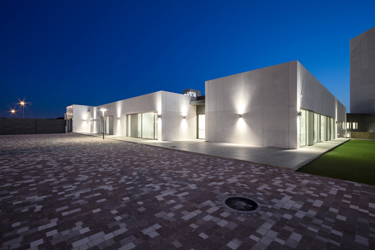 Volúmenes zonas comunes Casas de estilo moderno de Hernández Arquitectos Moderno