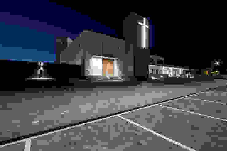 Fachada principal Casas de estilo moderno de Hernández Arquitectos Moderno