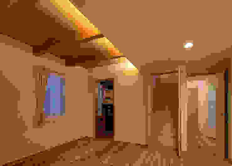 寝室 オリジナルスタイルの 寝室 の 有島忠男設計工房 オリジナル