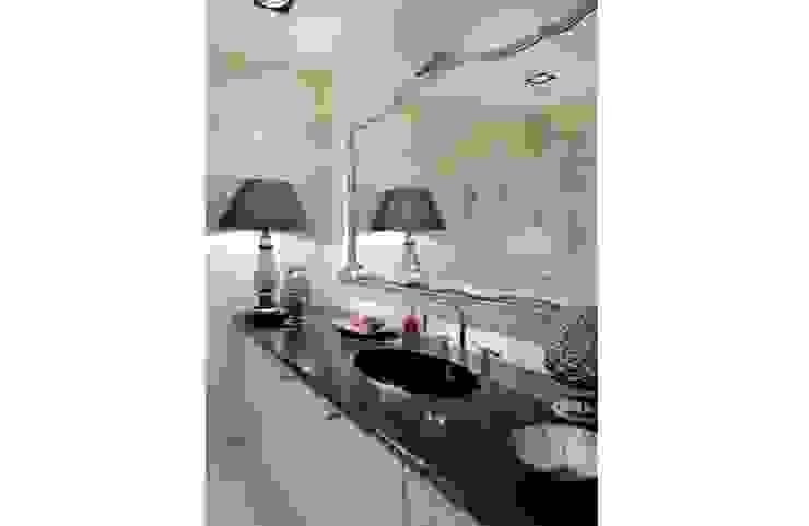 SASKA KĘPA Klasyczna łazienka od INSPACE Klasyczny