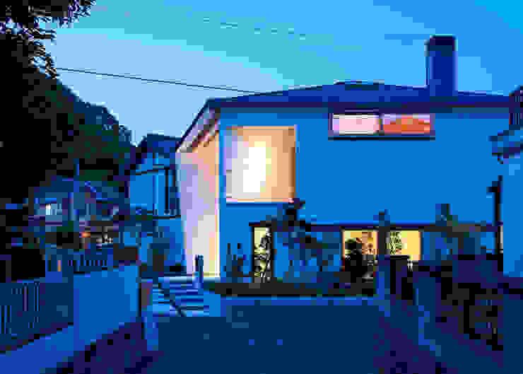 谷間の家 モダンな 家 の 株式会社 長野総合建築事務所 モダン