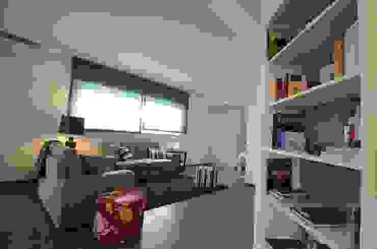 Modern living room by Gruppo Cactus Modern