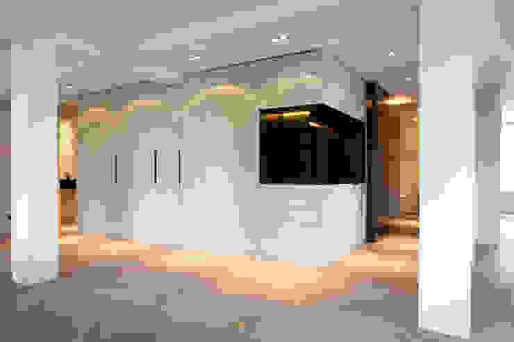 QUEENS Moderne woonkamers van Binnenvorm Modern