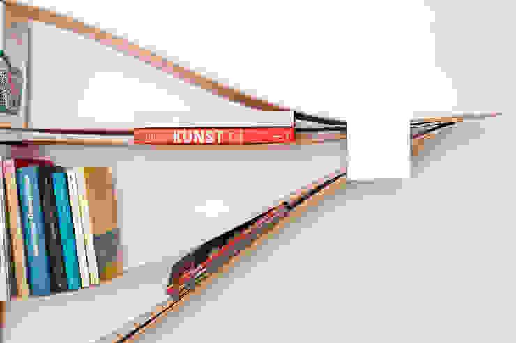 flexibles und nachhaltiges Wandregal aus Holz und Metall.: modern  von Neuvonfrisch - Möbel und Accessoires,Modern