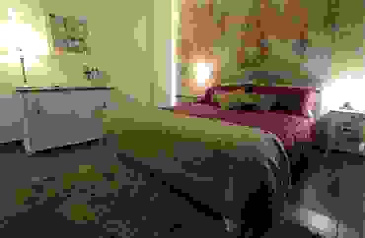 Tracce di Sicilia nella terra delle ceramiche... Camera da letto in stile classico di Gruppo Cactus Classico