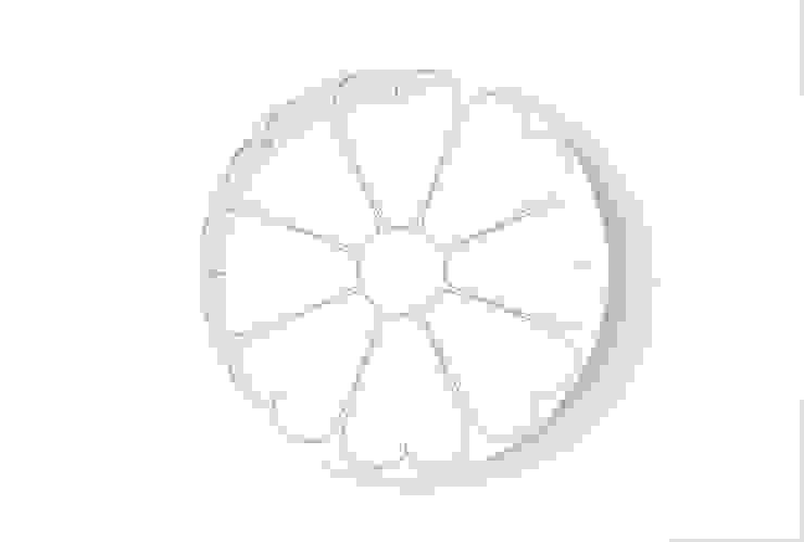 Duży, porcelanowy talerz z kolekcji Makatka marki Zulana (śr.28cm) od Zulana Klasyczny