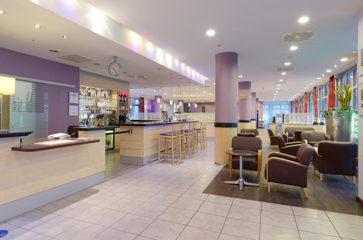 Hotel interior Modern hotels by Graham D Holland Modern
