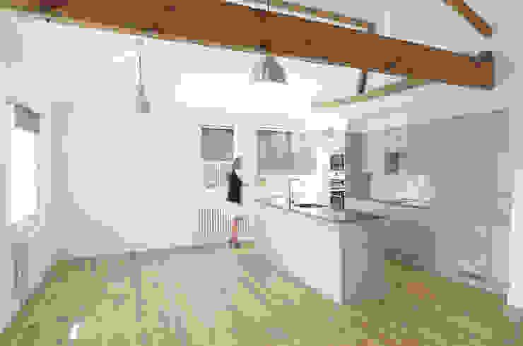 Open plan living Modern kitchen by Graham D Holland Modern