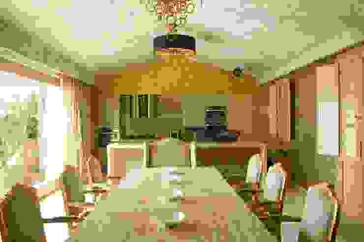 Кухня столовая, ониксовый стол Кухня в средиземноморском стиле от Галерея Фрейман Средиземноморский