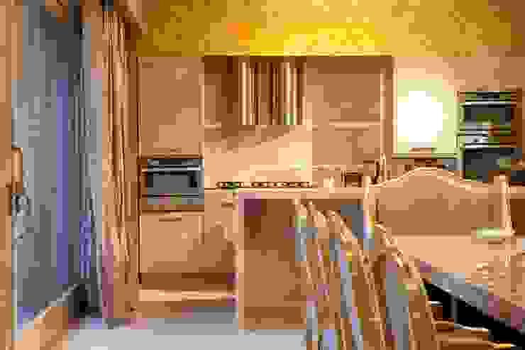 Кухня Кухня в средиземноморском стиле от Галерея Фрейман Средиземноморский