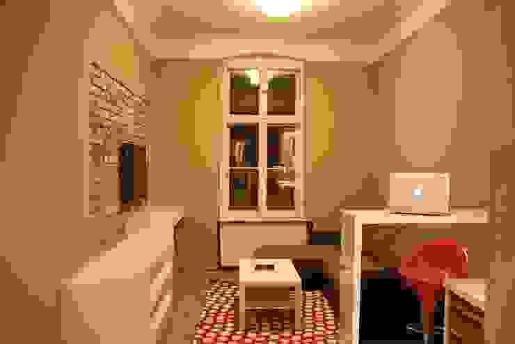 Salas de estar modernas por Remline Jakub Skowroński Moderno