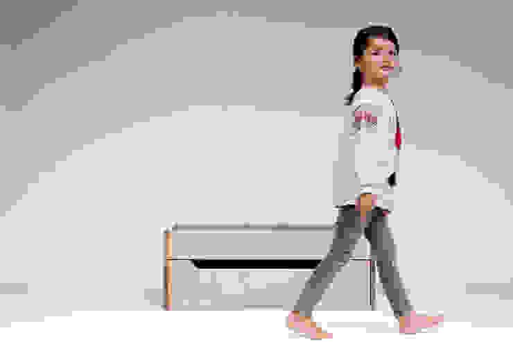 Storage Box and Changing Table de Bebemoda Moderno