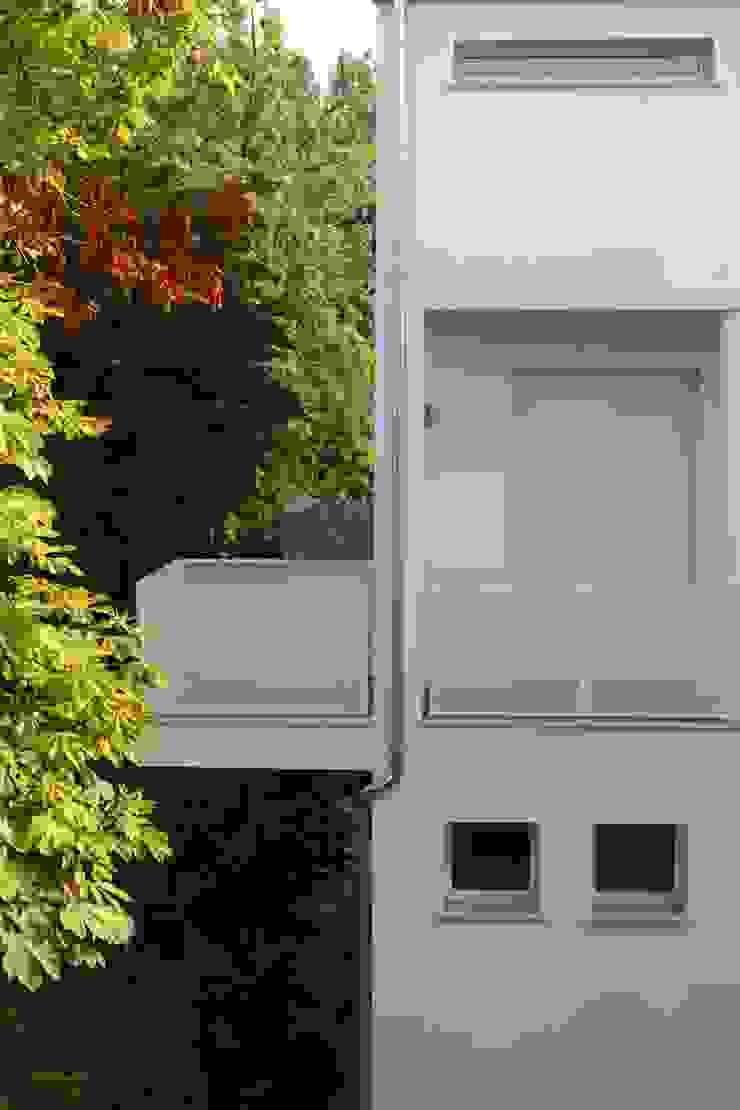 Balcones y terrazas de estilo minimalista de Architetto Caterina Boldrini Minimalista