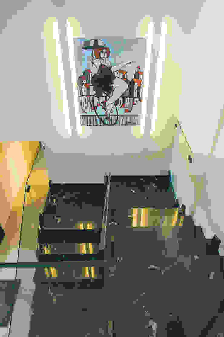 Escada em mármore Nero por Neoarch Moderno