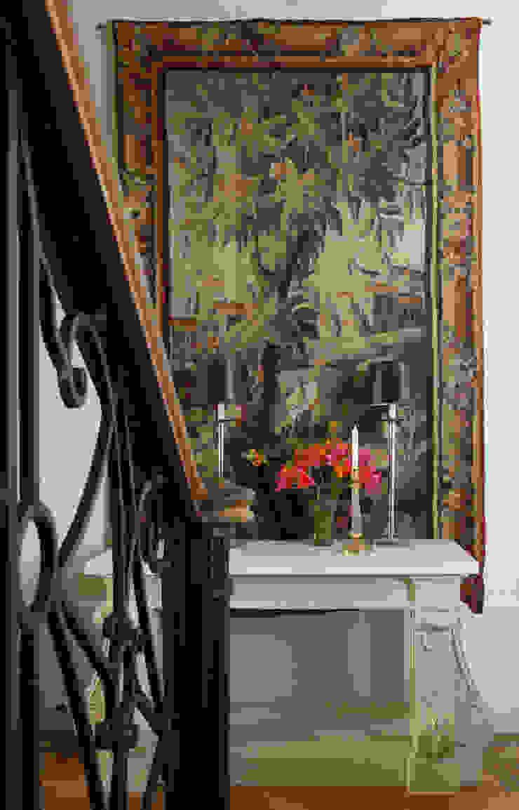 Дом Коридор, прихожая и лестница в классическом стиле от проекты\ projects Классический