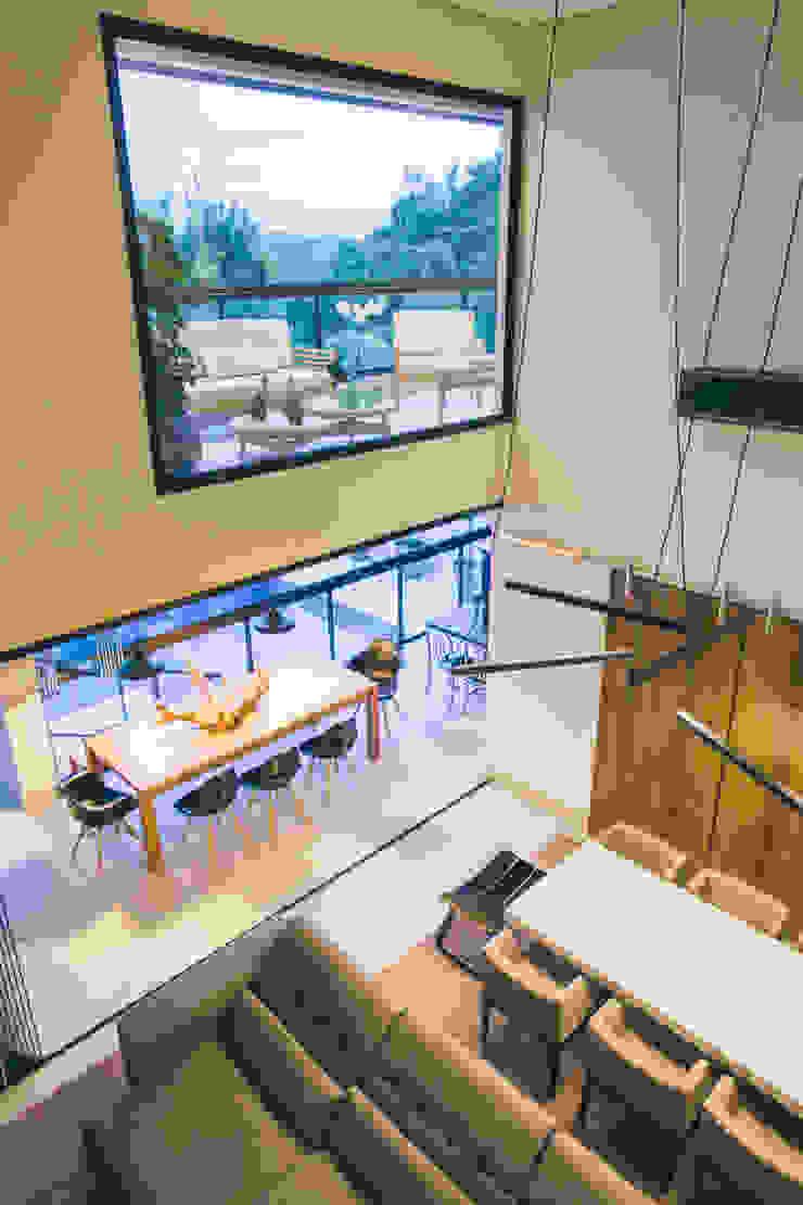 Pé direito duplo nas salas Salas de jantar modernas por Neoarch Moderno