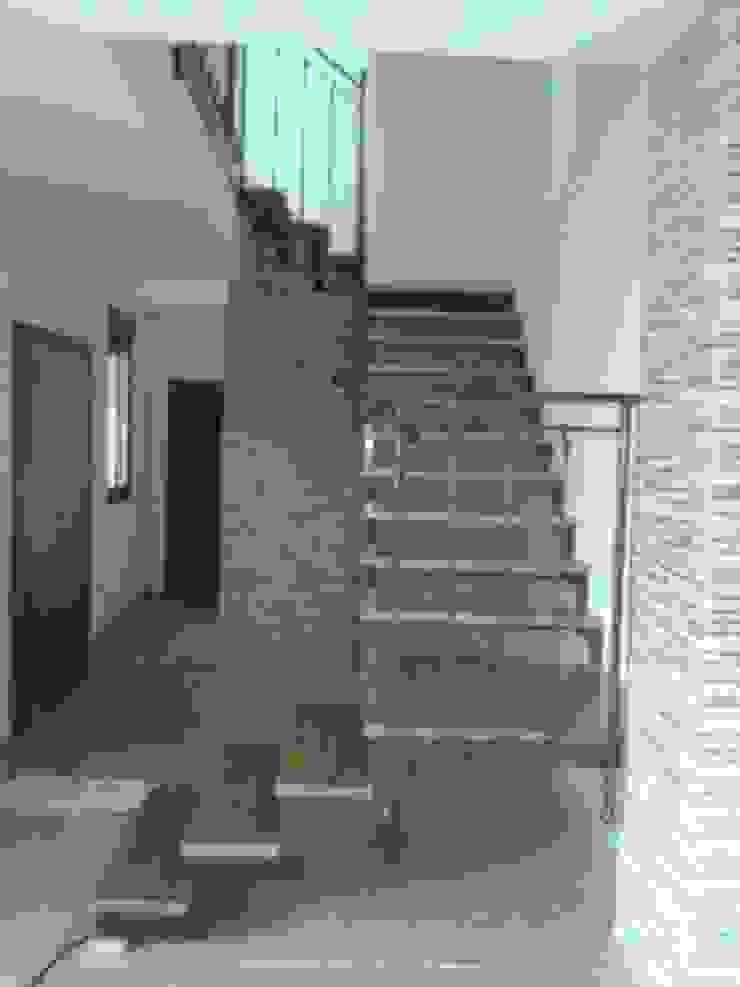 ESCALERA- ENTRADA Pasillos, vestíbulos y escaleras de estilo rústico de ANA SÁNCHEZ ARQUITECTURA Rústico