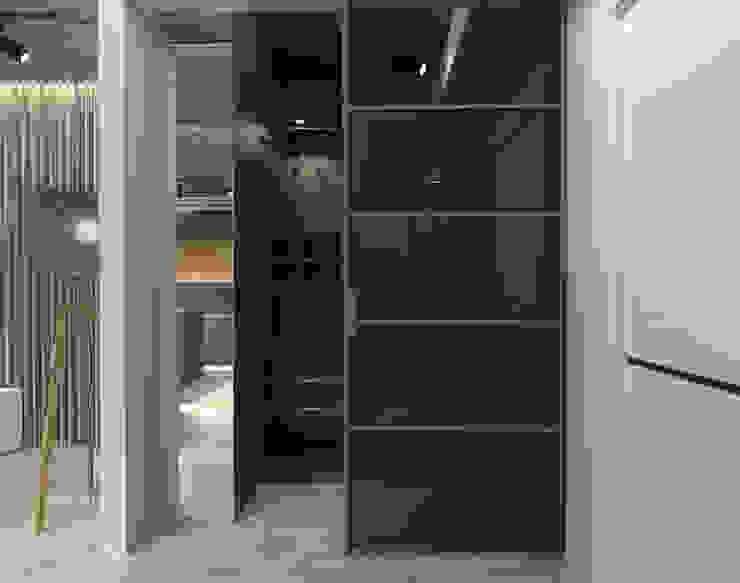 Квартира-студия для холостяка Гардеробная в стиле модерн от Elena Arsentyeva Модерн