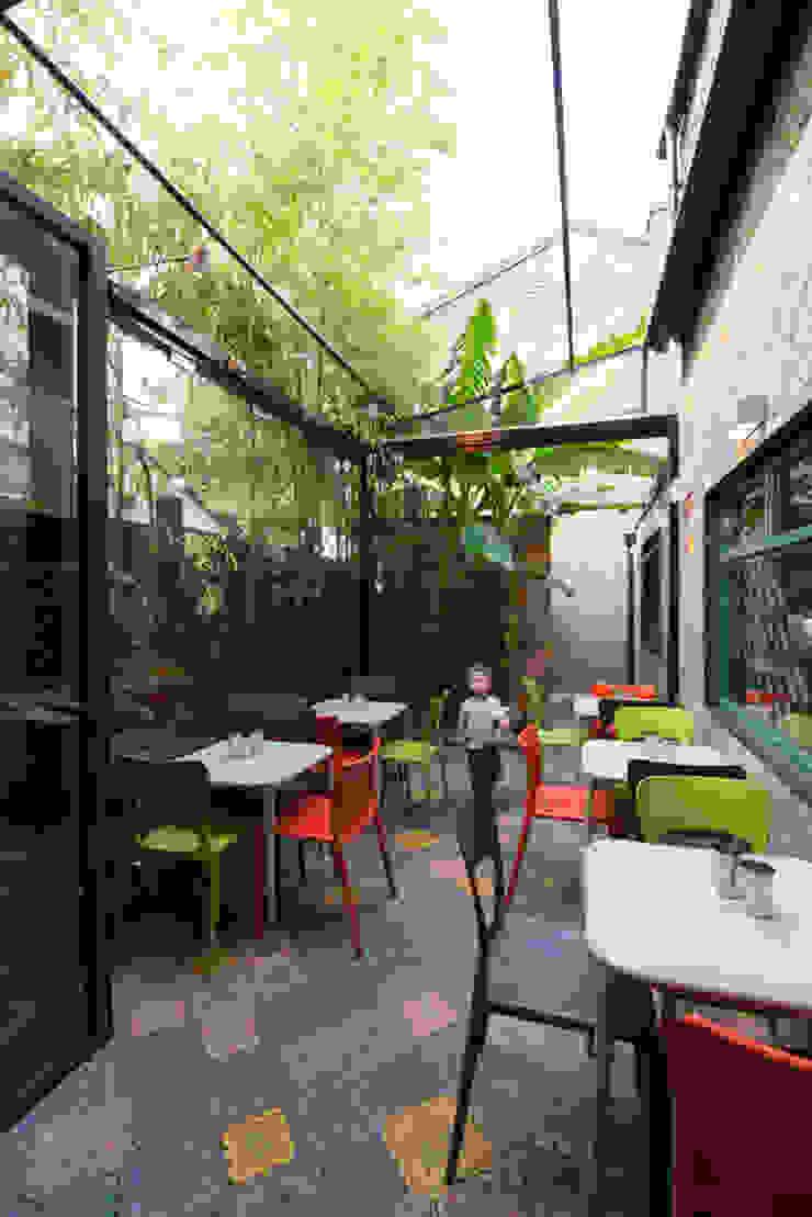 Ganapati restaurant Tropical style balcony, veranda & terrace by Ar'Chic Tropical