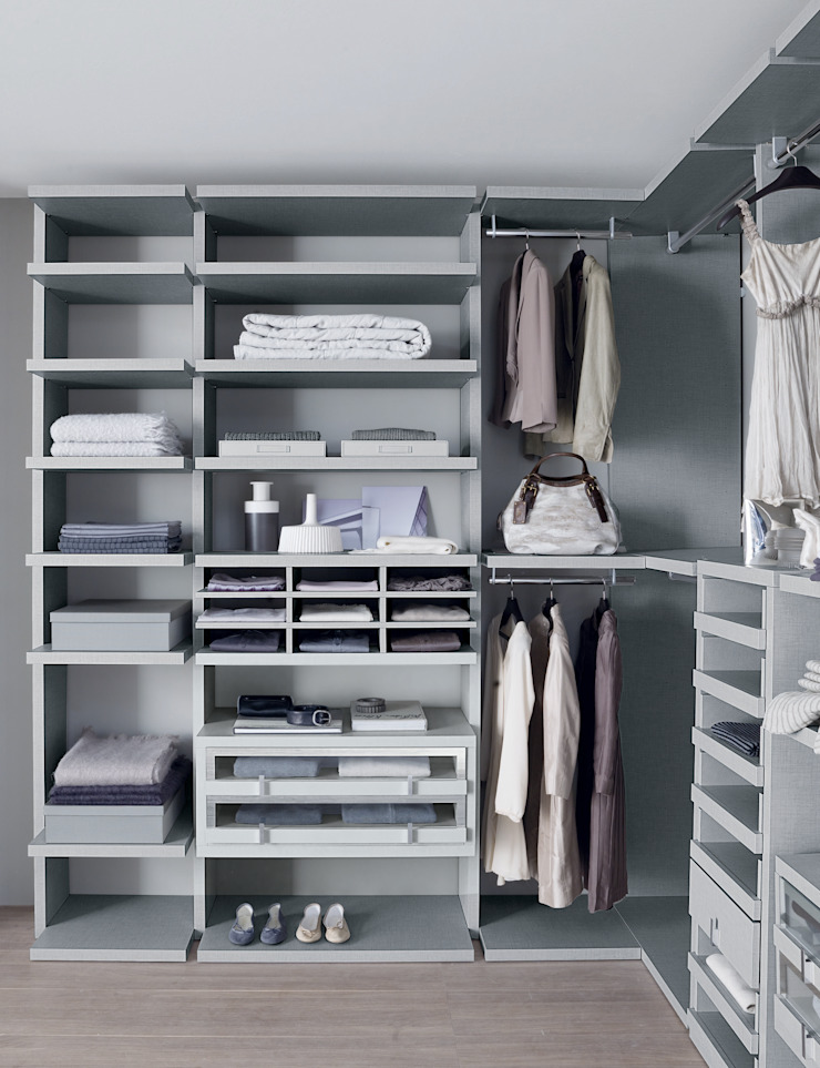 Linen walk-in-wardrobe Lamco Design LTD Dressing roomWardrobes & drawers