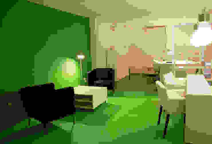 Zona de atención personal Oficinas y tiendas de estilo moderno de SALME+BASACHS Interioristes Moderno