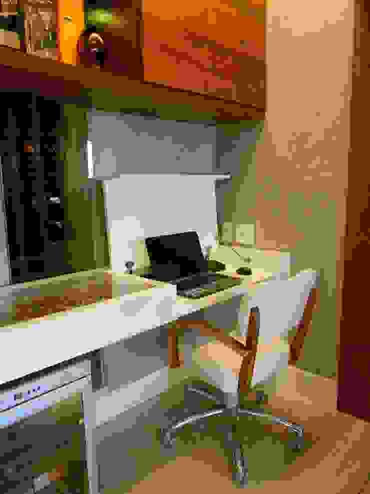 Home office Salas de estar modernas por Compondo Arquitetura Moderno