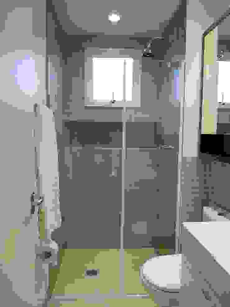 Banheiro Banheiros modernos por Compondo Arquitetura Moderno