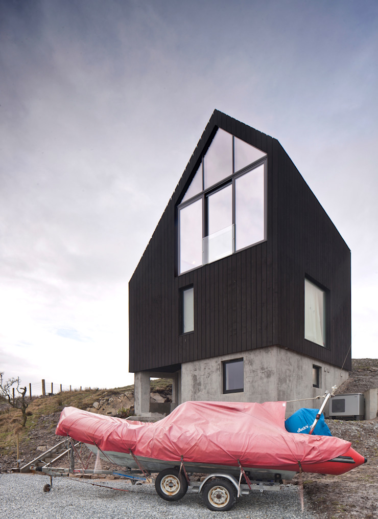 House At Camusdarach Sands East Elevation Modern houses by Raw Architecture Workshop Modern