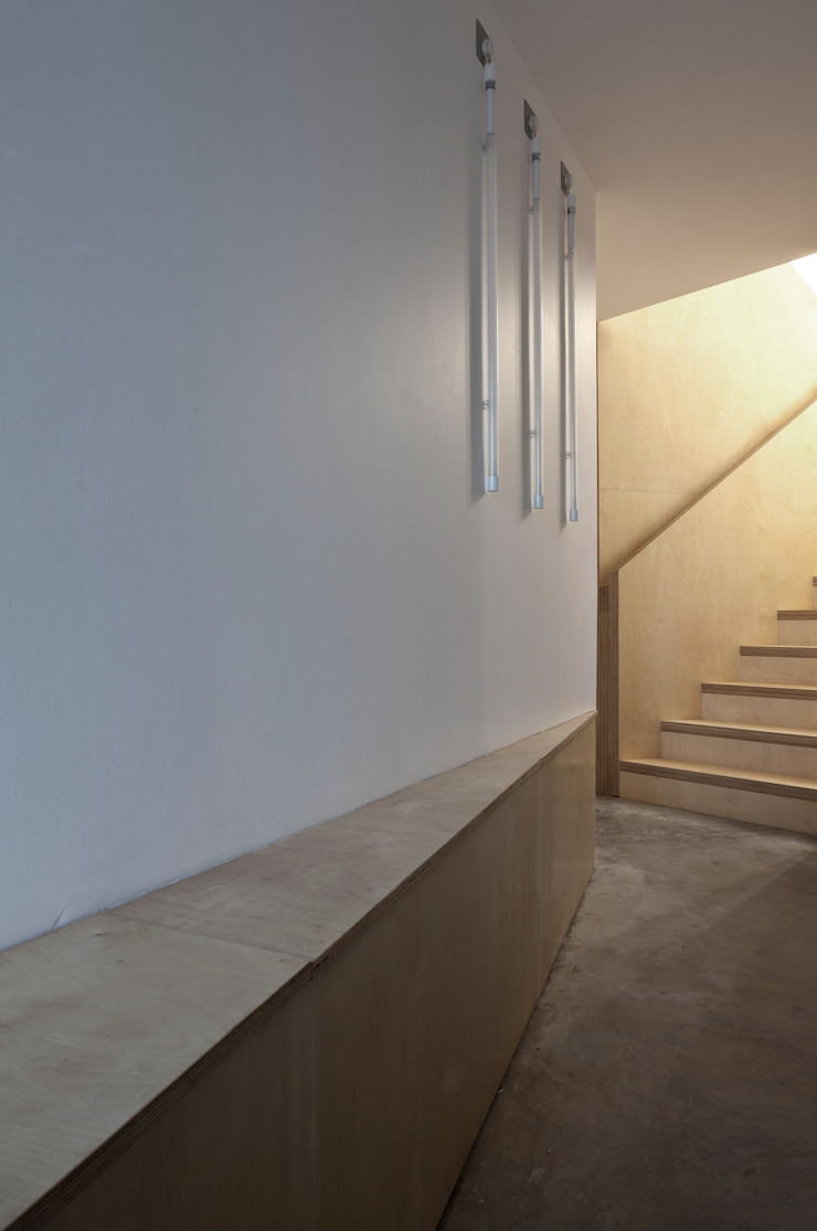 House At Camusdarach Sands Entrance Lobby Modern corridor, hallway & stairs by Raw Architecture Workshop Modern