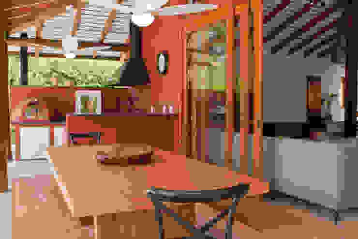 Rustieke balkons, veranda's en terrassen van Renata Romeiro Interiores Rustiek & Brocante