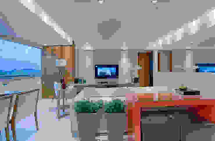 Minimalistische Wohnzimmer von Carmen Calixto Arquitetura Minimalistisch