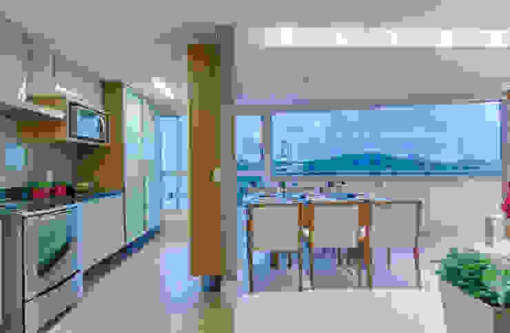 Apartamento Vila da Serra Salas de jantar minimalistas por Carmen Calixto Arquitetura Minimalista