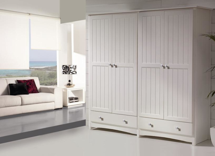 Armario colonial en blanco:  de estilo colonial de Silarte Muebles Rústicos, Colonial