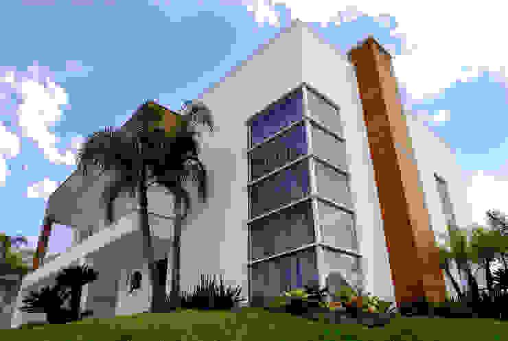 Fachada principal Casas modernas por ARQUITETURA - Camila Fleck Moderno