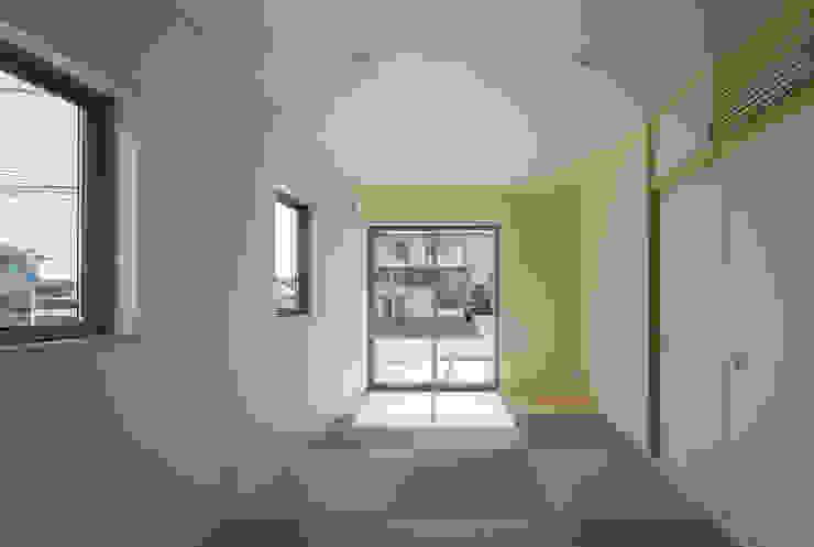萱方の住宅 モダンスタイルの寝室 の 山口修建築設計事務所 モダン