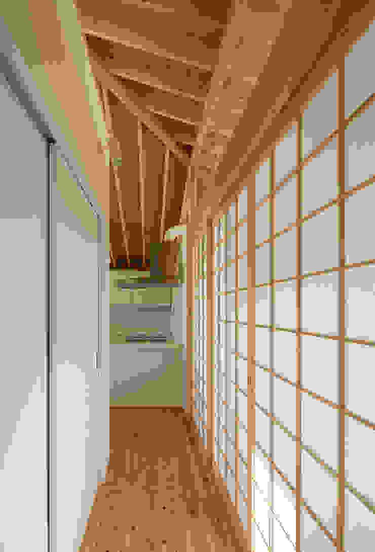 萱方の住宅 モダンスタイルの 玄関&廊下&階段 の 山口修建築設計事務所 モダン