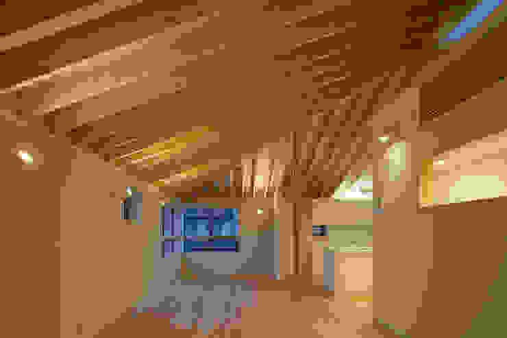 萱方の住宅 モダンデザインの リビング の 山口修建築設計事務所 モダン