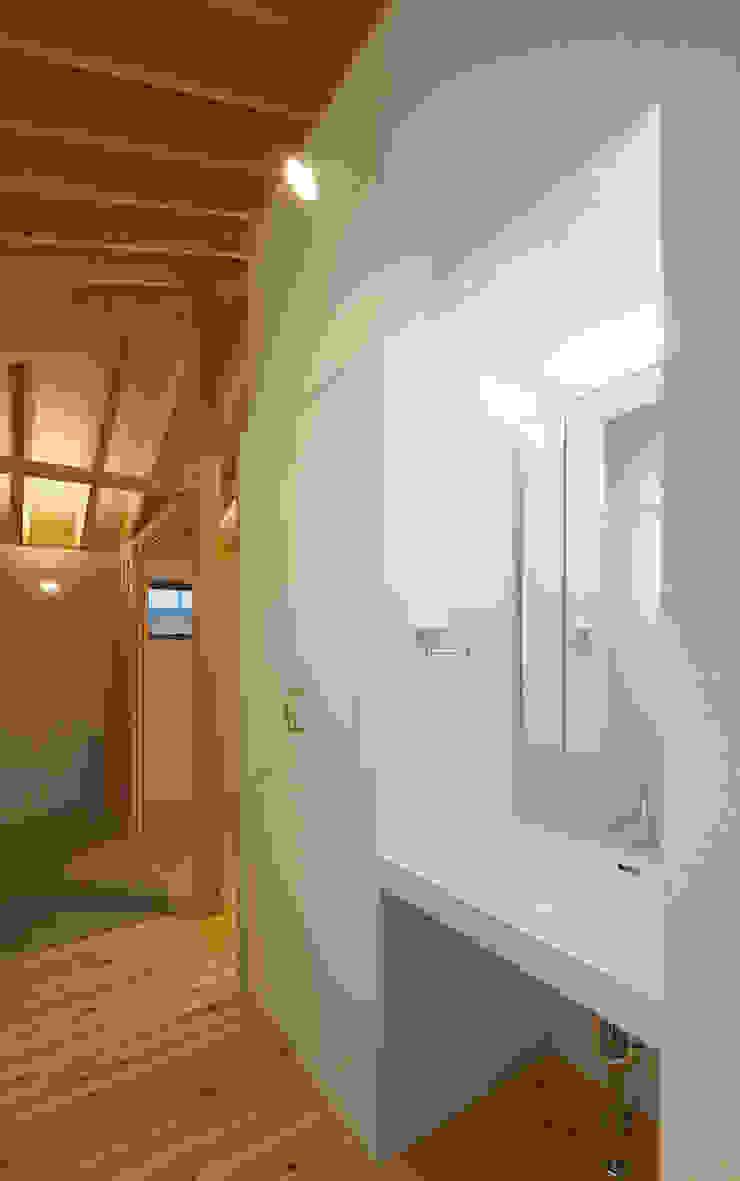 萱方の住宅 モダンスタイルの お風呂 の 山口修建築設計事務所 モダン