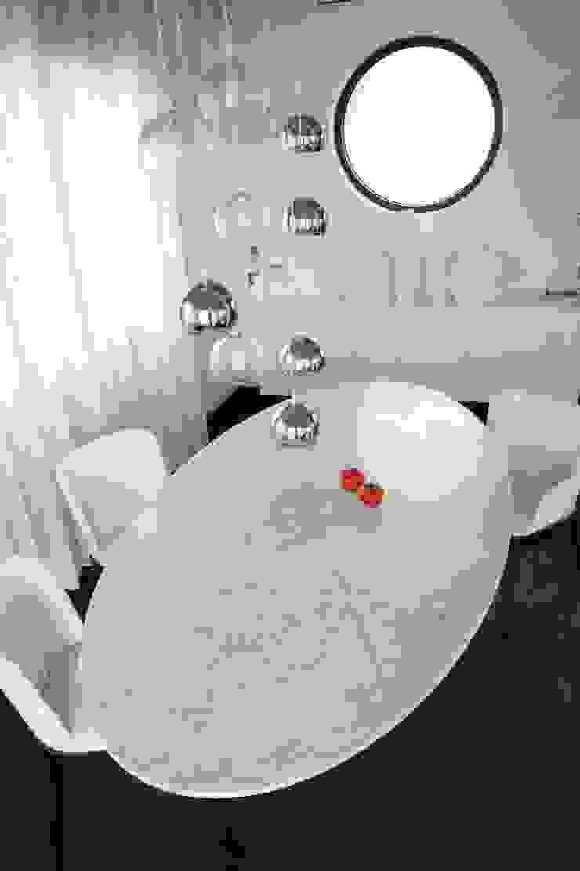 столовая Гостиная в стиле минимализм от VNUTRI Минимализм