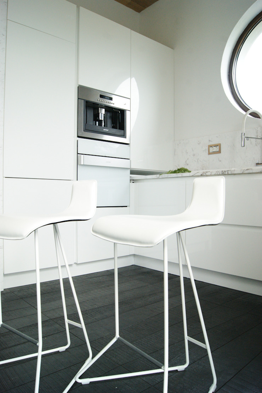 кухня Кухня в стиле минимализм от VNUTRI Минимализм