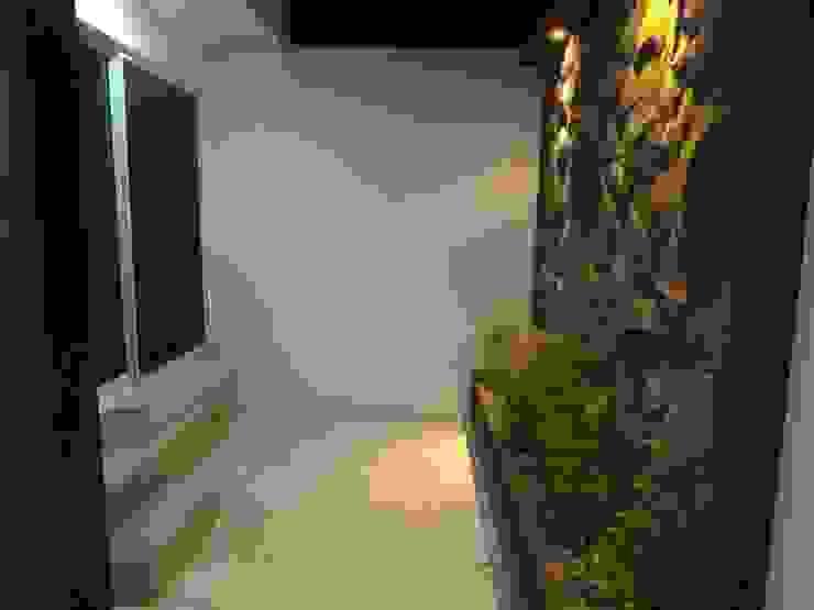 Modern balcony, veranda & terrace by CONSTRUCTORA ARQOCE Modern